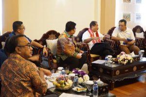 Diskusi Menteri Pariwisata, Gubernur NTB, Kepala Bappeda Provinsi NTB dan Tim Koordinasi Program Pembangunan Pariwisata Terintegrasi dan Bereklanjutan (P3TB) terkait Pembangunan Pariwisata NTB