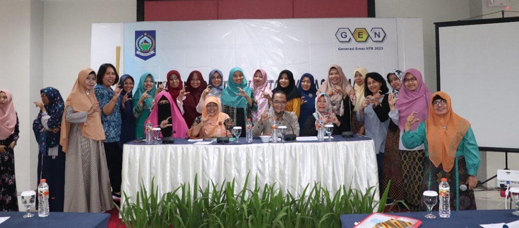 acara pembukaan Training of Trainer (TOT) Kelas Remaja dalam Rangka Program Generasi Emas NTB (GEN) dibuka oleh Kepala Dinas Kesehatan Provinsi NTB (dr. Nurhandini Eka Dewi, Sp.A