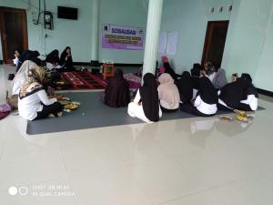 Narasumber pemberi materi oleh : Erni siswati (Koordinator GEN Kabupaten Lombok Timur)